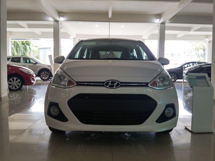 Hyundai Grand i10 1.2AT đời 2015, màu trắng xe giao liền