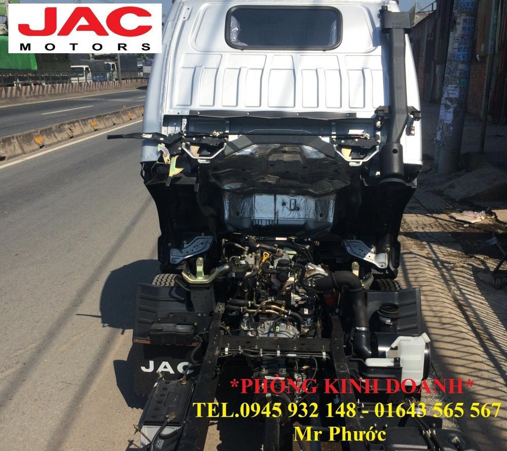 Xe tải JAC 2T4 vào thành phố, thùng mui kín