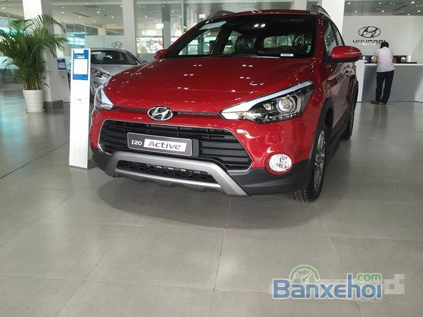 Bán xe Hyundai i20 Active AT, màu đỏ, 5 cửa 5 chỗ. Giá chỉ 619 triệu