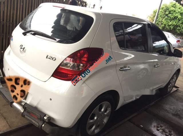 Bán Hyundai i20 AT sản xuất 2010, màu trắng giá cạnh tranh