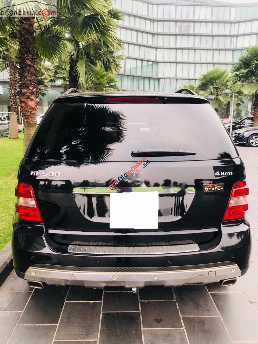 Cần bán xe Mercedes ML500 4Matic sản xuất 2005, màu đen, nhập khẩu