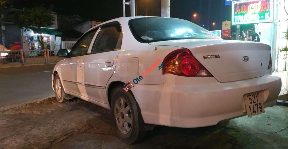 Cần bán xe Kia Spectra sản xuất 2005, màu trắng, nhập khẩu nguyên chiếc