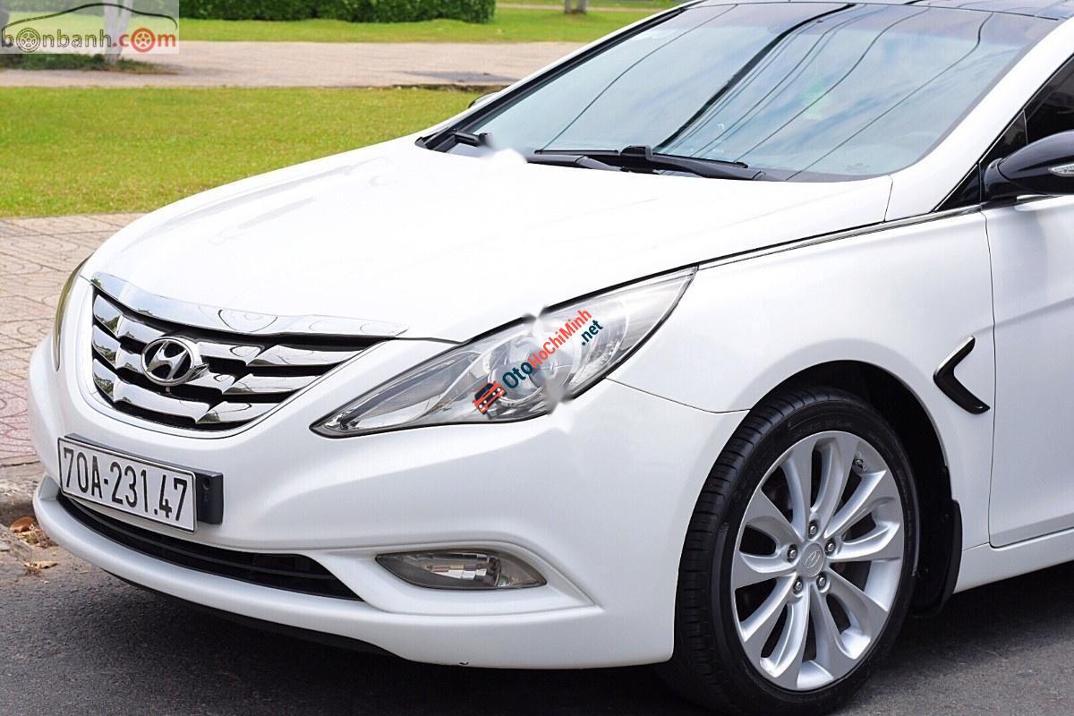 Cần bán lại xe Hyundai Sonata sản xuất năm 2010, màu trắng, nhập khẩu