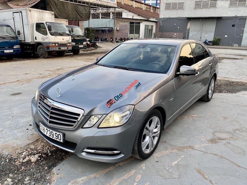 Cần bán lại xe Mercedes E250 sản xuất năm 2010, màu xám