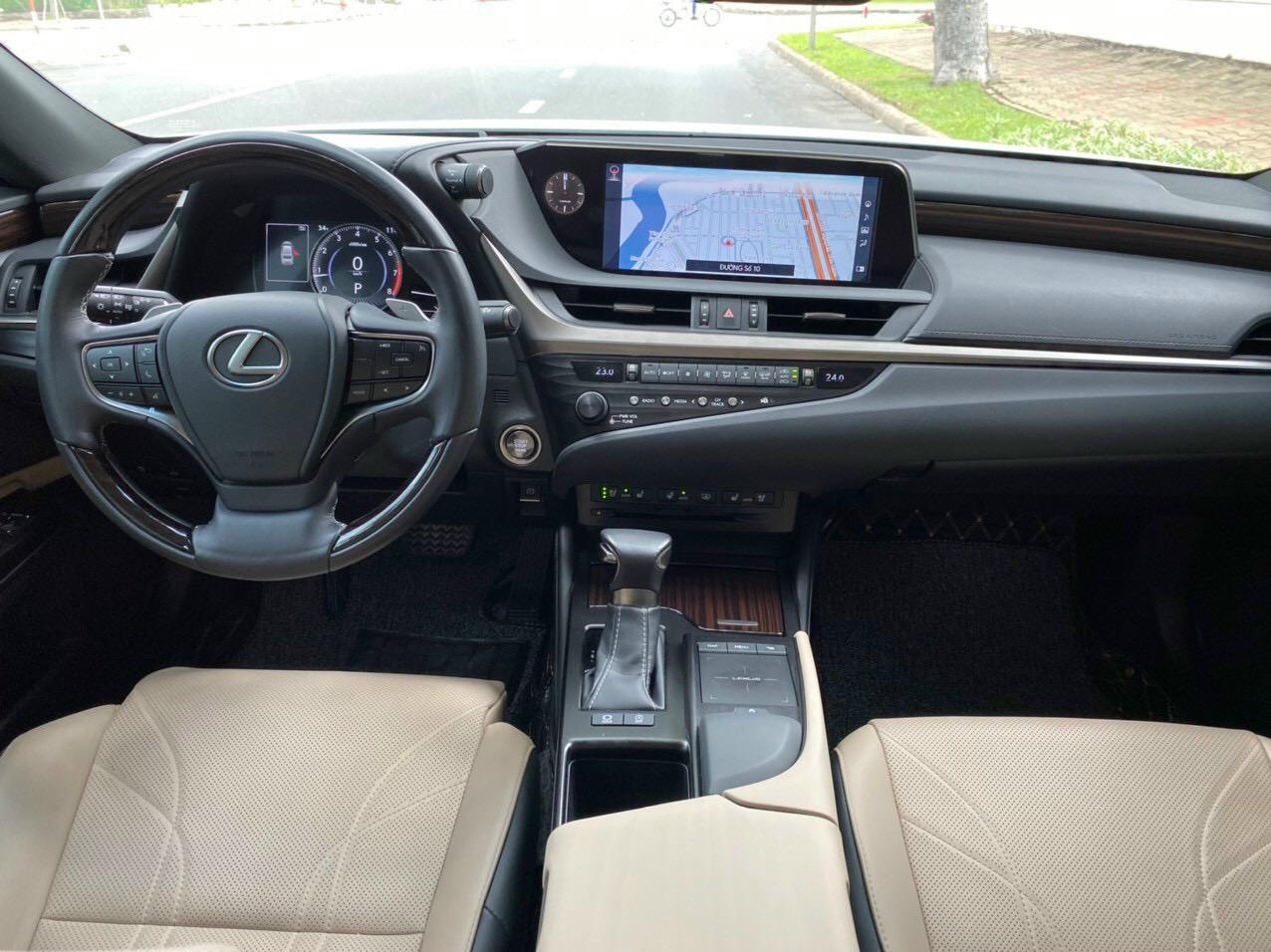 Bán Lexus ES250, sx 2018, màu trắng, như mới