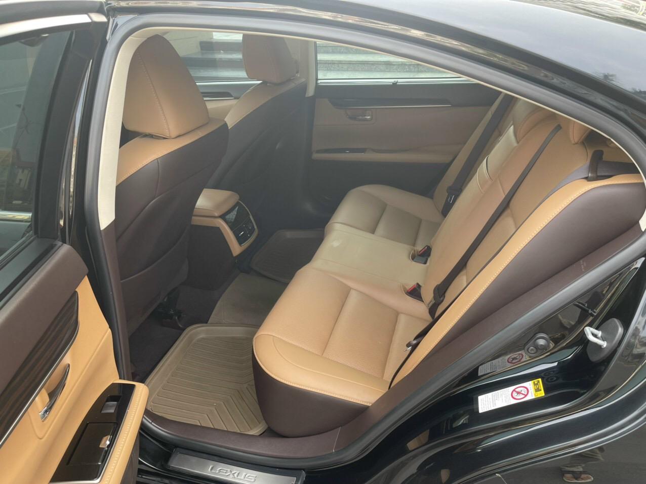 Bán Lexus ES250, sx 2016, màu đen, như mới.