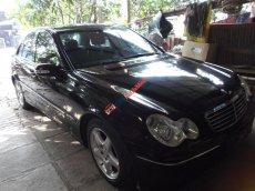 Cần bán xe Mercedes 4 chỗ đời 2004, màu đen, 350tr