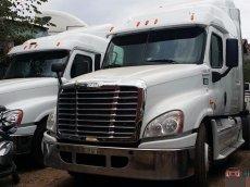 Bán xe đầu kéo Freightliner Cascadia DD15 MÁY DETROIT 2012 giá 1 tỷ 200 triệu  (~57,143 USD)
