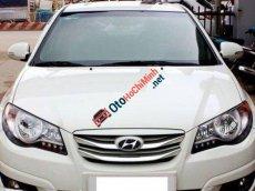 Cần bán Hyundai Avante AT đời 2013, màu trắng giá cạnh tranh