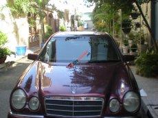 Bán xe Mercedes E230 đỏ, Model 97, 100km/9 lít, giá 199 triệu