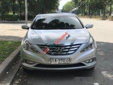 Cần bán Hyundai Sonata AT đời 2012, màu bạc chính chủ