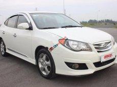Cần bán gấp Hyundai Avante 1.6AT 2011, màu trắng số tự động