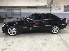 Cần bán xe Mercedes C240 Avangate năm 2004, màu đen, xe nhập