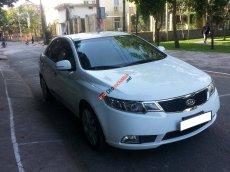 Cần bán xe Kia Forte số sàn 2011, màu trắng