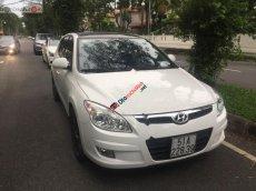 Cần bán xe Hyundai i30 màu trắng, bản nhập khẩu, sản xuất 2019