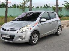 Bán Hyundai i20 1.4 AT đời 2010, màu bạc, nhập khẩu nguyên chiếc xe gia đình