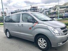Bán Starex đăng ký 2010, 9 chỗ, màu bạc, máy xăng 100km 10 lít, xe nhà xài kĩ không chạy