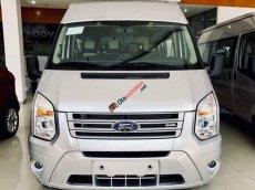 Ford Transit 2019 mới, màu bạc, giá nát để lấy doanh số
