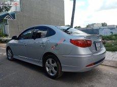 Bán gấp Hyundai Avante 2.0 AT đời 2014, màu bạc, số tự động