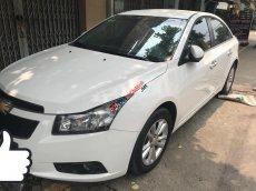 Cần bán Chevrolet Cruze 2016 số sàn màu trắng