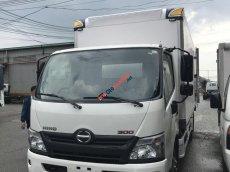 Bán xe Hino 3T thùng bảo ôn,xe có sẵn giao ngay,quà ngập tràng,lái thử thoải mái.