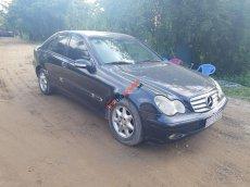 Gia đình bán Mercedes C200 sản xuất năm 2001, màu xanh