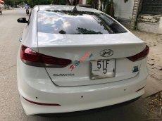 Cần bán Hyundai Elantra 1.6AT đời 2017, màu trắng, giá 568tr