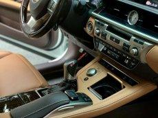 Chính chủ cần bán Lexus ES 350 sản xuất 2016, màu trắng, xe nhập nguyên chiếc