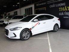 Cần bán lại xe Hyundai Elantra 1.6AT đời 2018, màu trắng, giá tốt