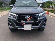 Cần bán Toyota Hilux đời 2019 còn mới, màu đen