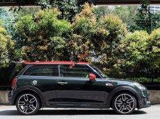 Bán nhanh chiếc xe Mini Cooper JCW 3 cửa Standard, sản xuất 2019, nhập khẩu Anh, giao xe nhanh