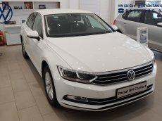 Bán Volkswagen Passat Bluemotion Comfort năm 2018, màu trắng, xe nhập