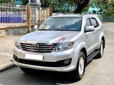 Cần bán Toyota Fortuner V đời 2013, màu bạc, giá chỉ 560 triệu