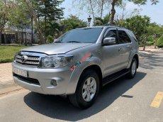 Cần bán gấp Toyota Fortuner 2.7AT sản xuất năm 2009, màu bạc chính chủ