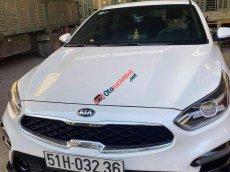 Cần bán gấp Kia Cerato 2019, màu trắng, số tự động