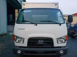 Cần bán Hyundai Mighty 7 tấn, màu trắng thùng Composite