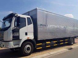 Xe tải Faw 7 tấn 25 thùng kín đời 2019 thùng dài 9.7m