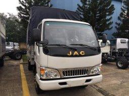 Xe tải Jac 2T4 thùng 3m7 chạy trong thành phố