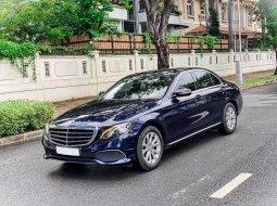 Bán xe Mercedes E200 đời 2019, màu xanh lam - trả trước 500 triệu nhận xe