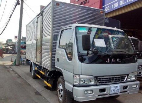 bán xe tai jac 4 tan 9 thung dai 5m3 gia re .